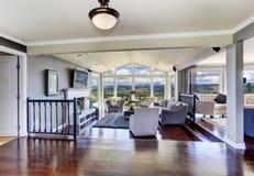 Intérieur de luxe de maison Salon avec la belle vue Photographie stock