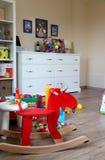 Intérieur de pièce d'enfants avec des jouets Photos libres de droits