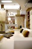 Intérieur à la maison de luxe, blanc, foncé Images stock