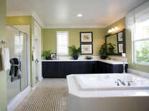 Intérieur moderne de salle de bains Photos stock