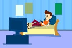 Intérieur à télécommande de Chambre de jeu vidéo d'ordinateur de jeu d'homme de mensonge de divan de console occasionnelle de pri Photographie stock libre de droits