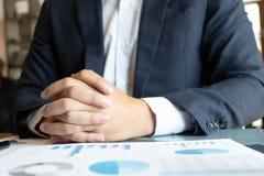 Introducci?n financiera del cousultation del negocio de la reuni?n del planificador del contable fotografía de archivo