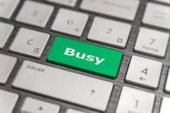 Introduisez la clé et exprimez la carte de communication moderne des textes de PC de bouton occupé photo libre de droits