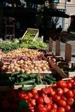 Introduza no mercado a tenda da fruta e verdura fresca Fotografia de Stock Royalty Free