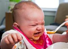 Introduzione degli alimenti per bambini fotografia stock