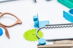 Introspecção no estado de indústria de impressão 3d onde as impressoras industriais são substituídas por impressoras pequenas do  Fotografia de Stock