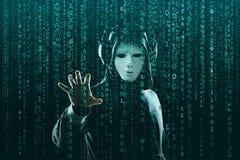 Intru dans le masque et hoodie au-dessus de fond binaire abstrait Visage fonc? obscurci Voleur de donn?es, fraude d'Internet photographie stock libre de droits