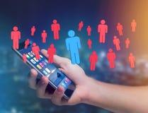 Intrus dans un groupe de personnes de réseau - les affaires et le contact escroquent Photo stock