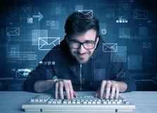 Intruso que corta concepto de las contraseñas del correo electrónico Imagenes de archivo