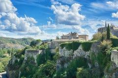 Intryck av byn Viviers i den Ardeche regionen av franc arkivfoto