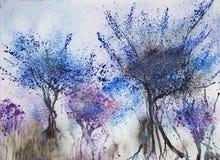 Intryck av träd med en blåaktig lövverk Arkivfoto