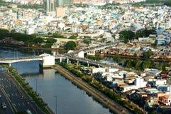 Intryck som är panaromic av den Asien staden på dag Arkivbilder