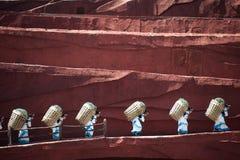 Intrycket Lijiang är den traditionella dansen i Kina. Royaltyfri Foto