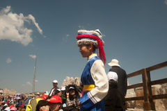 Intrycket Lijiang är den traditionella dansen i Kina. Arkivbilder