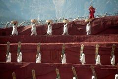 Intrycket Lijiang är den traditionella dansen i Kina. Royaltyfria Bilder