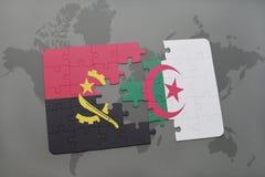 intryguje z flaga państowowa Angola i Algeria na światowej mapie Fotografia Stock