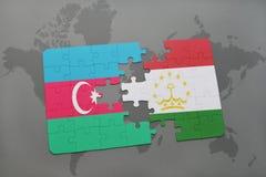 intryguje z flaga państowowa Azerbaijan i Tajikistan na światowej mapie Zdjęcie Royalty Free