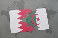 intryguje z flaga państowowa Bahrain i Algeria na światowej mapy tle Zdjęcia Royalty Free