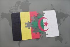intryguje z flaga państowowa Belgium i Algeria na światowej mapy tle Fotografia Stock