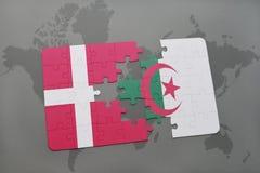 intryguje z flaga państowowa Denmark i Algeria na światowej mapy tle Fotografia Royalty Free
