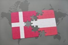 intryguje z flaga państowowa Denmark i Austria na światowej mapy tle Obraz Royalty Free