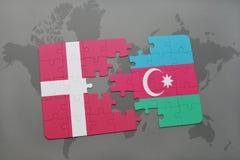 intryguje z flaga państowowa Denmark i Azerbaijan na światowej mapy tle Obrazy Royalty Free