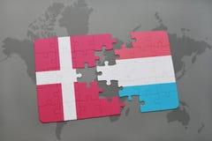 intryguje z flaga państowowa Denmark i Luxembourg na światowej mapy tle Obraz Royalty Free