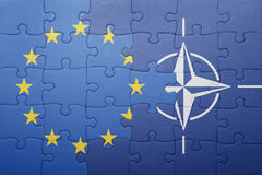Intryguje z flaga państowowa europejski zjednoczenie i nato fotografia stock