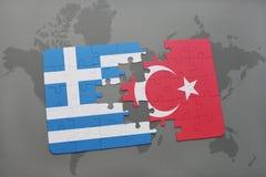 intryguje z flaga państowowa Greece i indykiem na światowej mapy tle Fotografia Stock