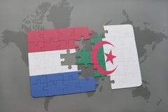 intryguje z flaga państowowa holandie i Algeria na światowej mapy tle Fotografia Royalty Free