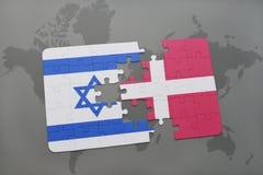 intryguje z flaga państowowa Israel i Denmark na światowej mapy tle Obraz Stock