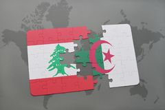 intryguje z flaga państowowa Lebanon i Algeria na światowej mapy tle Zdjęcie Stock