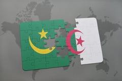 intryguje z flaga państowowa Mauritania i Algeria na światowej mapie Zdjęcie Stock