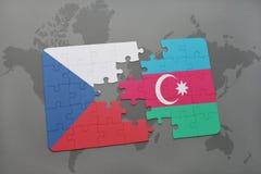 intryguje z flaga państowowa republika czech i Azerbaijan na światowej mapy tle Obraz Stock