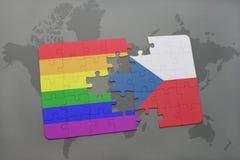 intryguje z flaga państowowa republika czech i homoseksualisty tęczy flaga na światowej mapy tle Zdjęcie Stock