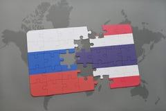 intryguje z flaga państowowa Russia i Thailand na światowej mapy tle Obraz Stock