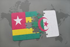 intryguje z flaga państowowa Togo i Algeria na światowej mapie Fotografia Royalty Free