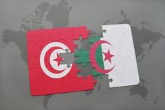 intryguje z flaga państowowa Tunisia i Algeria na światowej mapie Zdjęcia Stock