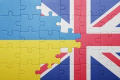 Intryguje z flaga państowowa wielki Britain i Ukraine fotografia royalty free