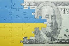 Intryguje z flaga państowowa Ukraine i dolarowy banknot Zdjęcie Stock