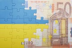 Intryguje z flaga państowowa Ukraine i euro banknot Obraz Stock