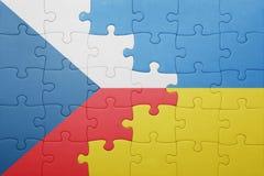 Intryguje z flaga państowowa Ukraine i republika czech Zdjęcie Royalty Free