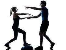 Intstructor d'aérobic avec l'exercice mûr de femme Photo stock