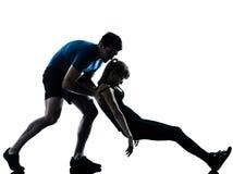 Intstructor da ginástica aeróbica com exercício maduro da mulher Foto de Stock Royalty Free
