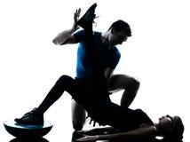 Intstructor da ginástica aeróbica com exercício maduro da mulher fotografia de stock