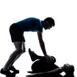 Intstructor da ginástica aeróbica com exercício maduro da mulher fotos de stock royalty free