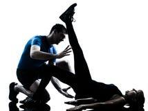 Intstructor di aerobica con la donna matura che esercita siluetta Immagini Stock