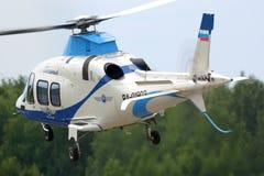 Intymny Agusta A109S Uroczysty helikopter RA-01903 odjeżdża Semyazino airfiled Zdjęcia Royalty Free