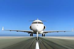 Intymny Dżetowy samolot Bierze daleko z ruch plamą Zdjęcie Royalty Free