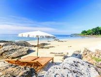 Intymny dwa krzesła na plaży obrazy royalty free